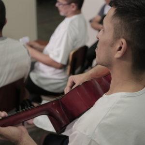 Projeto leva educação musical aos presidiários