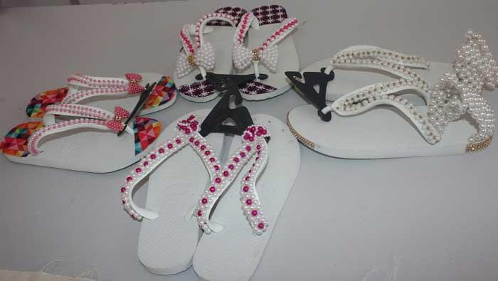 f91f7ce44bb382 Reeducandas do CDPF fazem curso para produzir sandálias customizadas ...