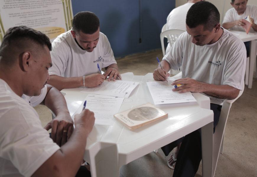 Mais de 500 reeducandos do Amazonas participam do Exame Nacional do Encceja