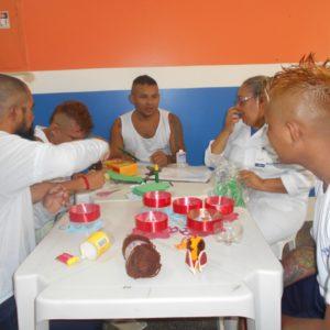 """Reeducandos da UPI participam de """"Espaço Terapêutico"""" e confeccionam brinquedos para o dia das crianças"""