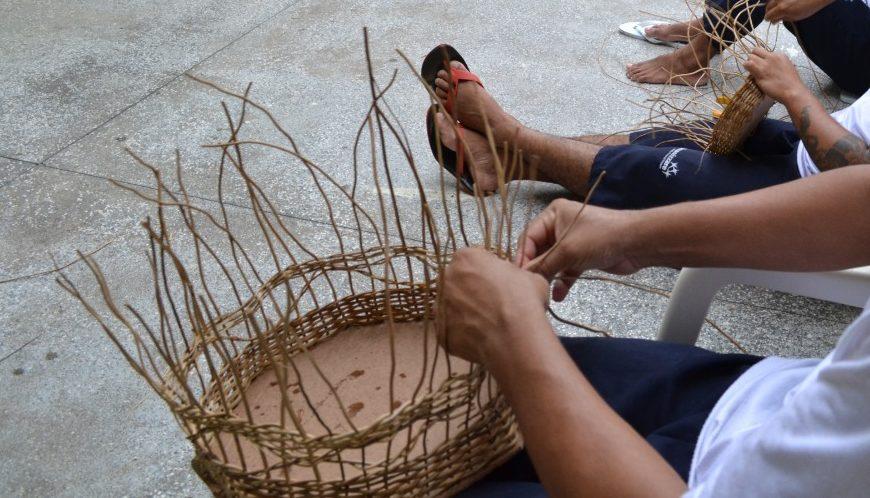 Projeto Mãos Livres – Presos aprendem a produzir peças em vime