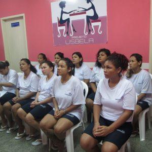 Internas do CDPF recebem curso profissionalizante