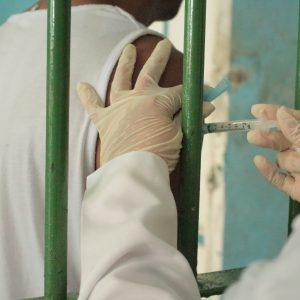 Campanha de vacinação contra H1N1 chega às unidades prisionais do Amazonas