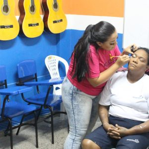 Reeducandas do CPDF recebem curso profissionalizante de maquiagem