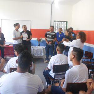 Após profissionalização, internos do Compaj vão trabalhar na barbearia da unidade